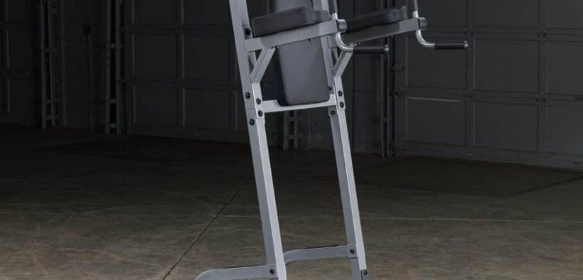 Il s'agit d'une chaise romaine de qualité supérieure